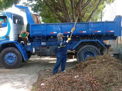 Resíduos são removidos em escola municipal no Parque Continental II