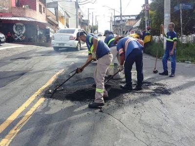 Manutenções do tapa-buracos são implementadas em vias da cidade nesta sexta-feira