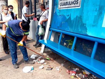 Proguaru realiza a limpeza de pontos de ônibus na avenida Otavio Braga de Mesquita