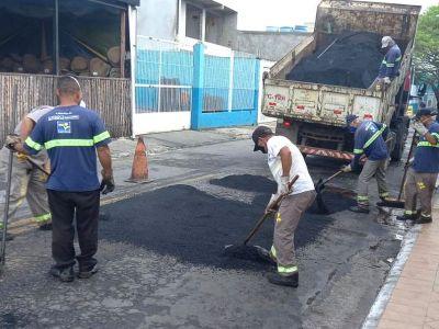 Doze bairros recebem equipes do tapa-buracos da Proguaru